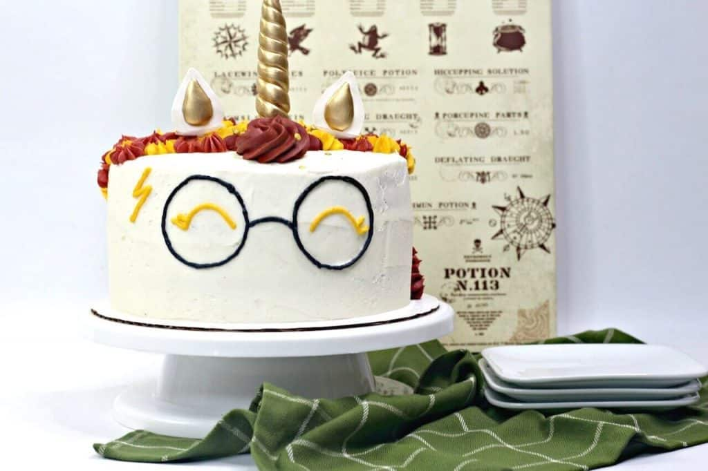 photo of unicorn cake with Harry Potter glasses and lightening bolt