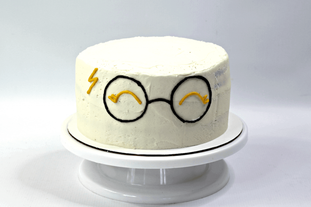 cake with Harry Potter glasses and lightening bolt