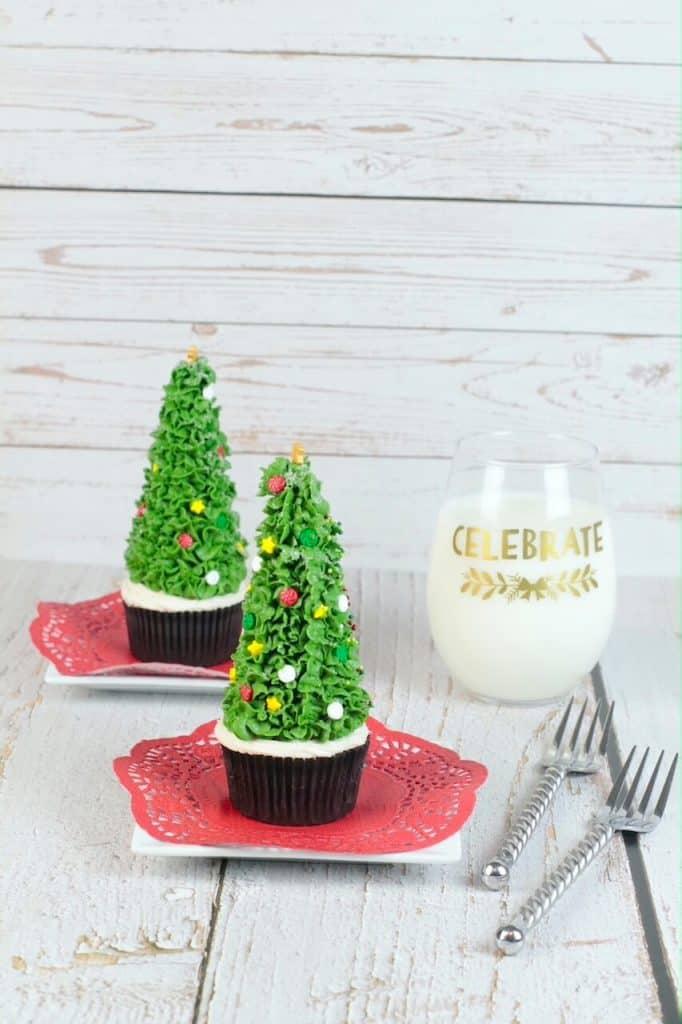 cupcakes shaped like Christmas trees